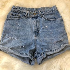 VTG LEE Distressed Highwaisted Denim Shorts